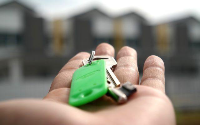 Umowa na wyłączność: nie podpisuj takiej, gdy sprzedajesz mieszkanie, a wiesz, że cię energia rozpiera. A agent jest bez energii