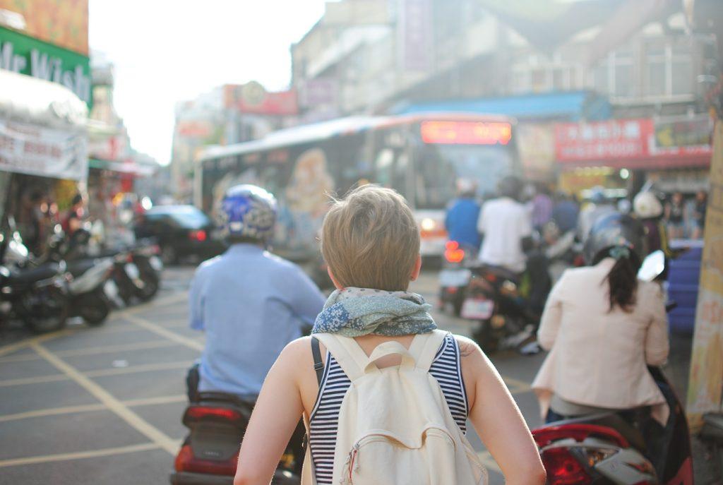 Wybierasz się na wakacje za granicę? Już teraz zadbaj o walutę na wyjazd. Nie tylko w gotówce, ale i o tę na karcie płatniczej