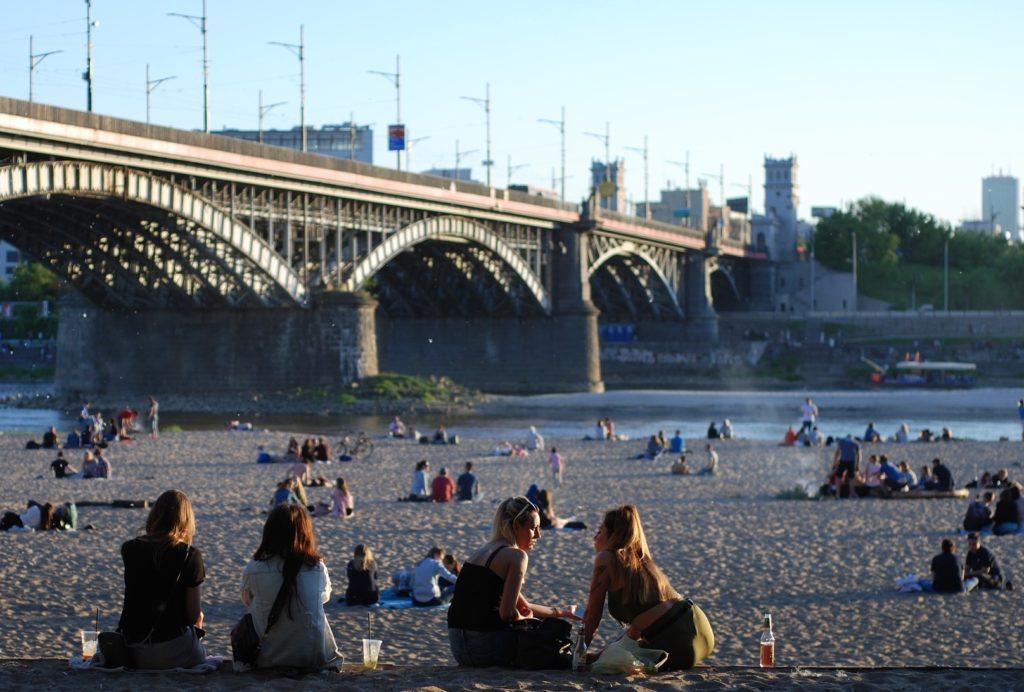 """100 amerykańskich miast do 2035 r. ma zasilać się wyłącznie zieloną energią. A polskie miasta? Czy stać nas na udział w takich """"zawodach""""?"""