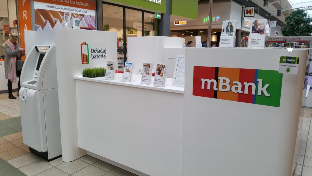 W mBanku za dwa miesiące podrożeją konta, karty i wypłaty z bankomatów. Mówią, że wszystko przez… państwo