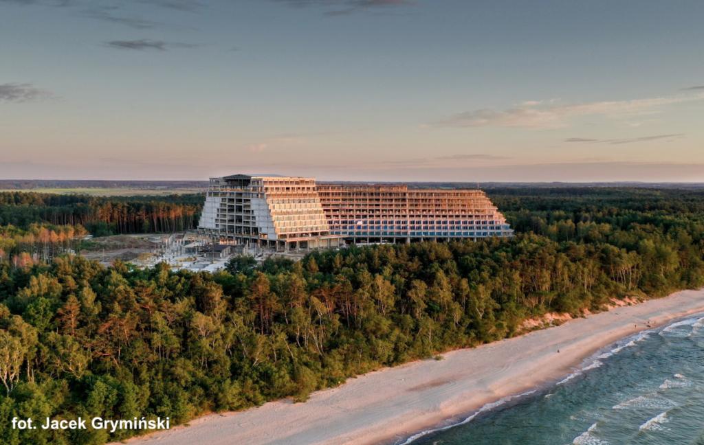 Coraz droższy letni wypoczynek. Ceny hoteli wzrosły o 10-20% i biją rekordy. 1000 zł za dobę nad morzem już nie dziwi. Co się dzieje?