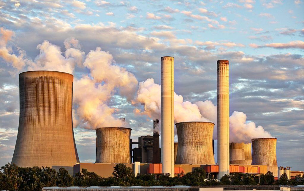"""To miały być idealne lokaty oszczędności """"pod emeryturę"""". Wartość rynkowa gigantów polskiej energetyki w cztery lata spadła o 40%! Ile w tym winy polityków?"""