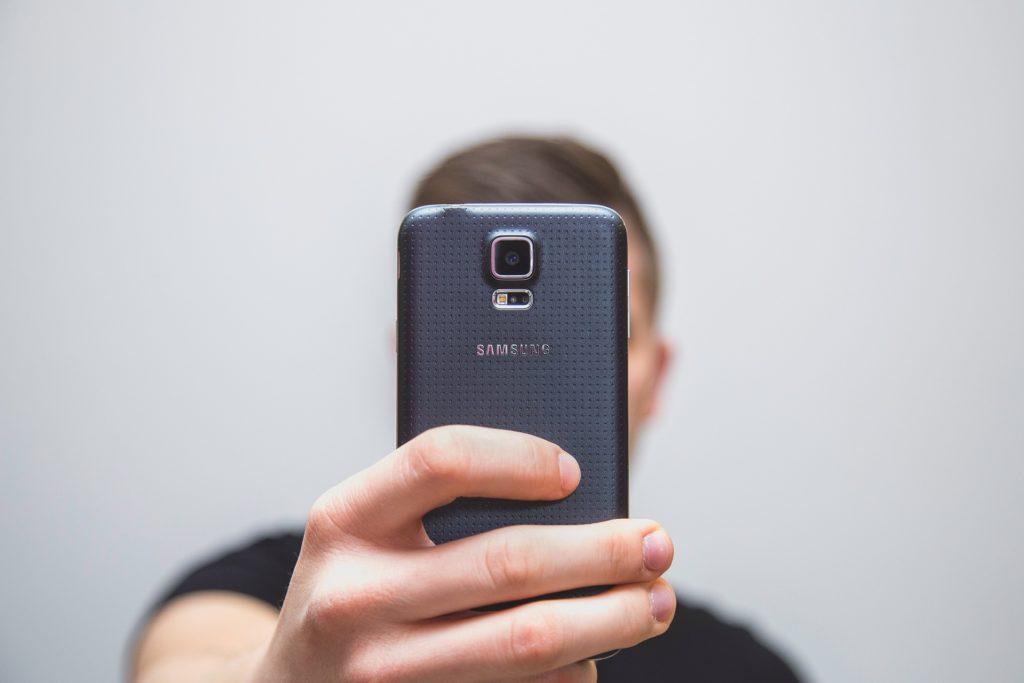 Wypełniasz wniosek i robisz selfie. Bez wychodzenia z domu. Tak Citi Handlowy chce sprzedawać pożyczki i karty kredytowe