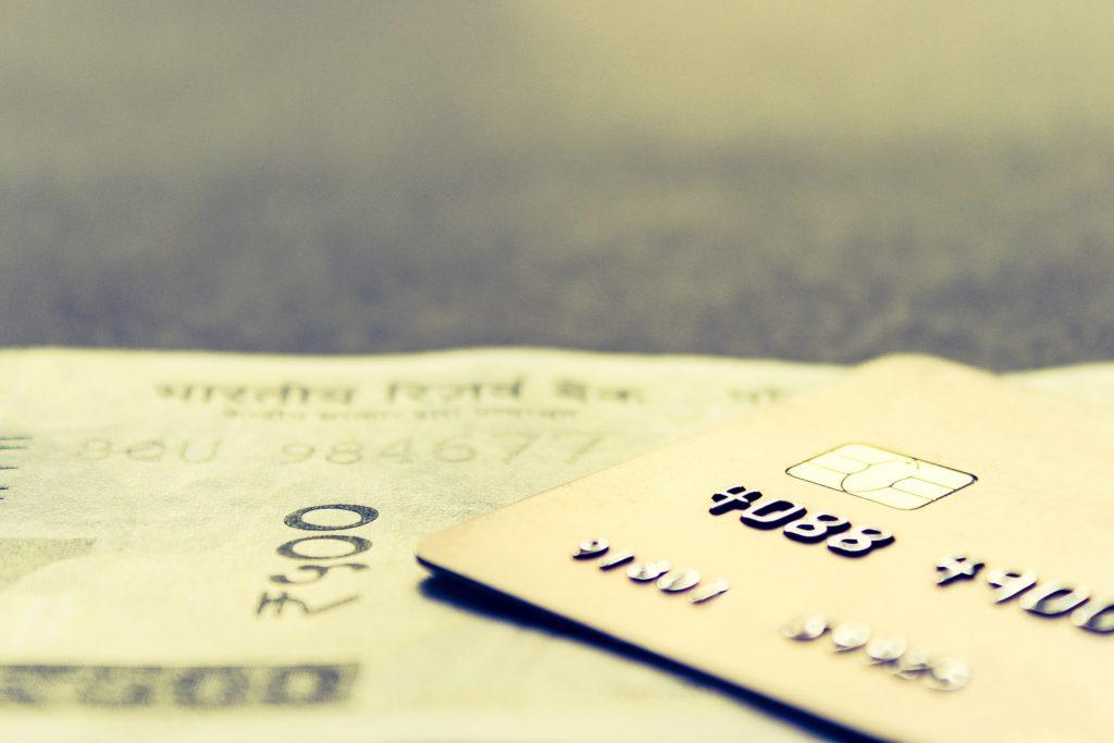 Zmiany w logowaniu i płaceniu za zakupy. Nowe usługi bankowe, błyskawiczne reklamacje i niższa odpowiedzialność za fraudy. Wchodzi w życie PSD2. Co musisz wiedzieć?