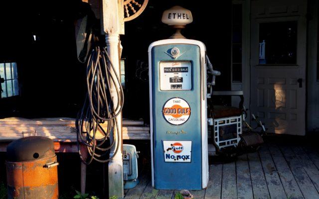O ile zdrożeje paliwo na stacjach po ataku dronów? Sprawdziliśmy jak ceny ropy wpływają na cenę litra benzyny na stacjach. Wnioski?