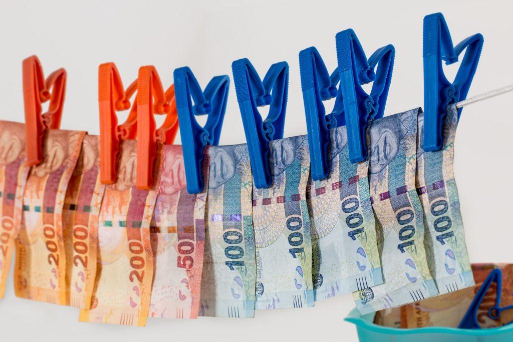 Coraz więcej pieniędzy na zasieki i… coraz więcej kradzieży. Dlaczego przegrywamy bitwę z cyberprzestępcami? Są nowe liczby