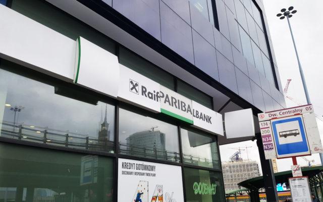 """Uwaga klienci dawnego Raiffeisen Bank Polska! Już za kilka dni zalogujecie się do """"nowego"""" banku. Jak to zrobić i co znajdziecie w środku?"""