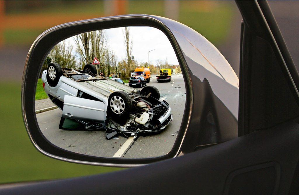 """Mandat uzależniony od zarobków kierowcy, konfiskata auta, """"ławka kar"""", alkomat w samochodzie… Oto garść pomysłów na walkę z piratami drogowymi"""