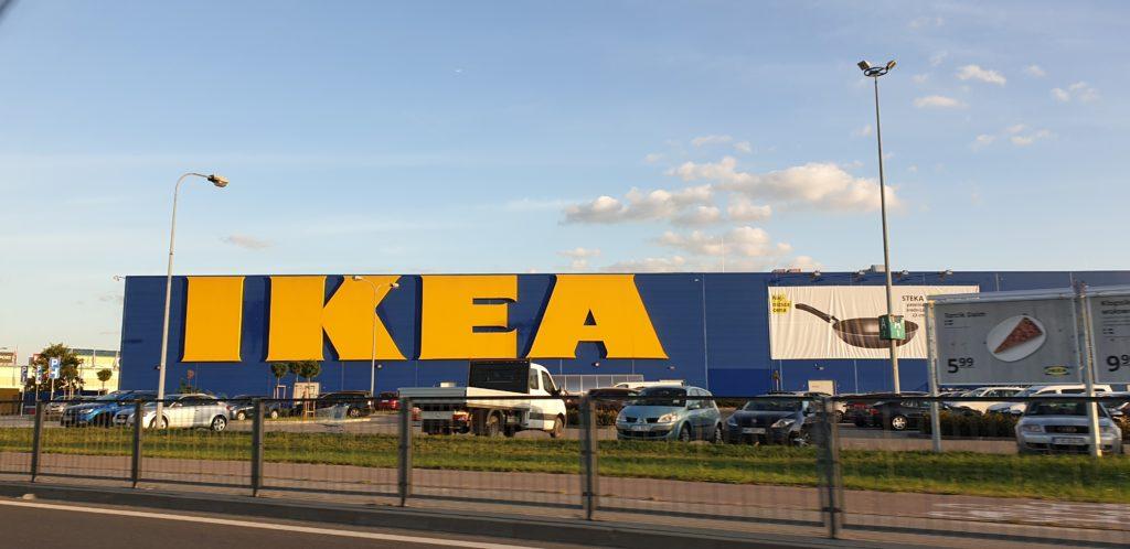 Firma meblarska, która nie potrafi przyciąć trzech desek? Walka z IKEA o zabudowanie lodówki. Czy mam prawo do rekompensaty?