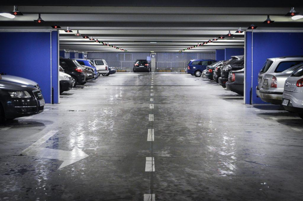 Masz miejsce parkingowe, ale z niego nie korzystasz? Udostępnij je innym, a jeszcze na tym zarobisz! Czy aplikacja ParkCash rozwiąże problem z parkowaniem?