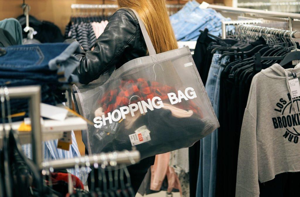 Kupujesz w internecie? Idą zmiany. E-sklepy pomogą w sfinansowaniu zakupów, a pośrednicy od płatności… w wyborze e-sklepu