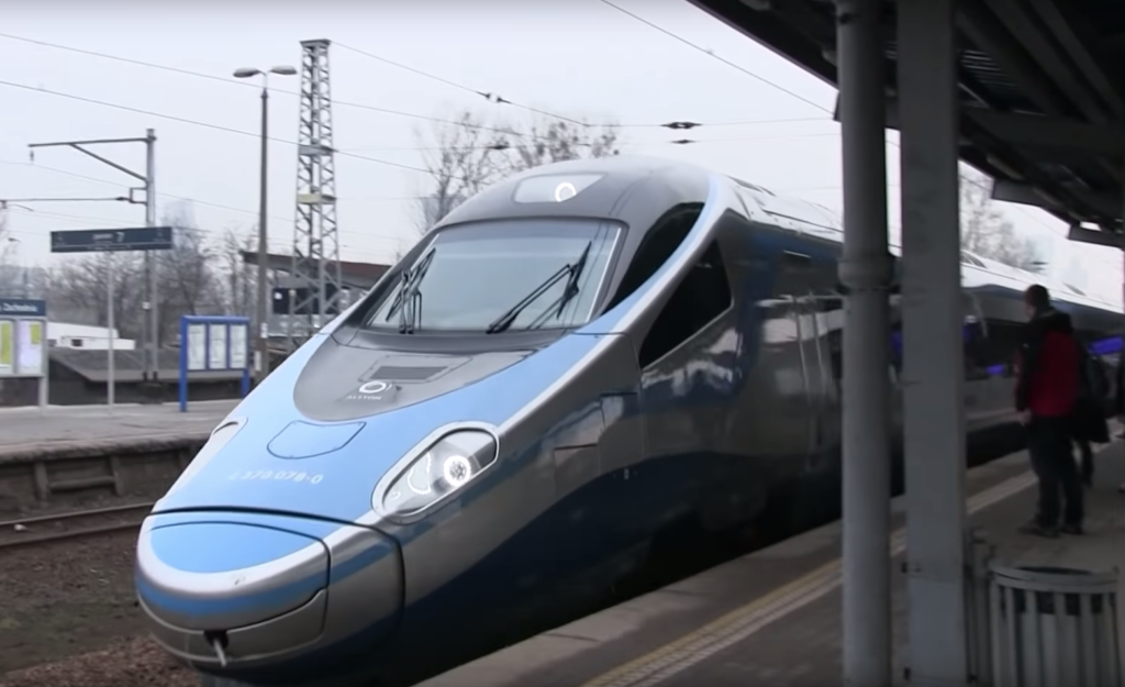 Wsiąść do pociągu niezbyt drogiego… O ile spadłyby ceny biletów, gdyby PKP Intercity miało konkurencję? Sprawdziłem