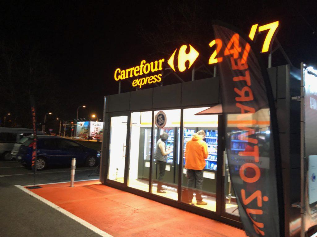 Zakaz handlu w niedzielę jest coraz bardziej dziurawy. Carrefour uruchomił całodobowy sklep samoobsługowy. Poszedłem na zakupy i…