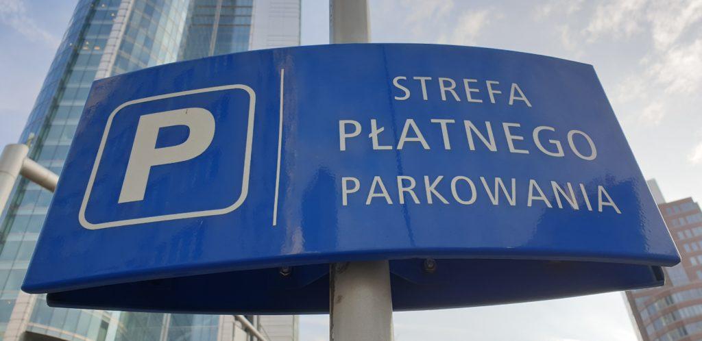 Kto będzie obsługiwał mobilny system płatnego parkowania w Warszawie? Miasto chce przełamać monopol SkyCash, ale i tak wygra SkyCash?