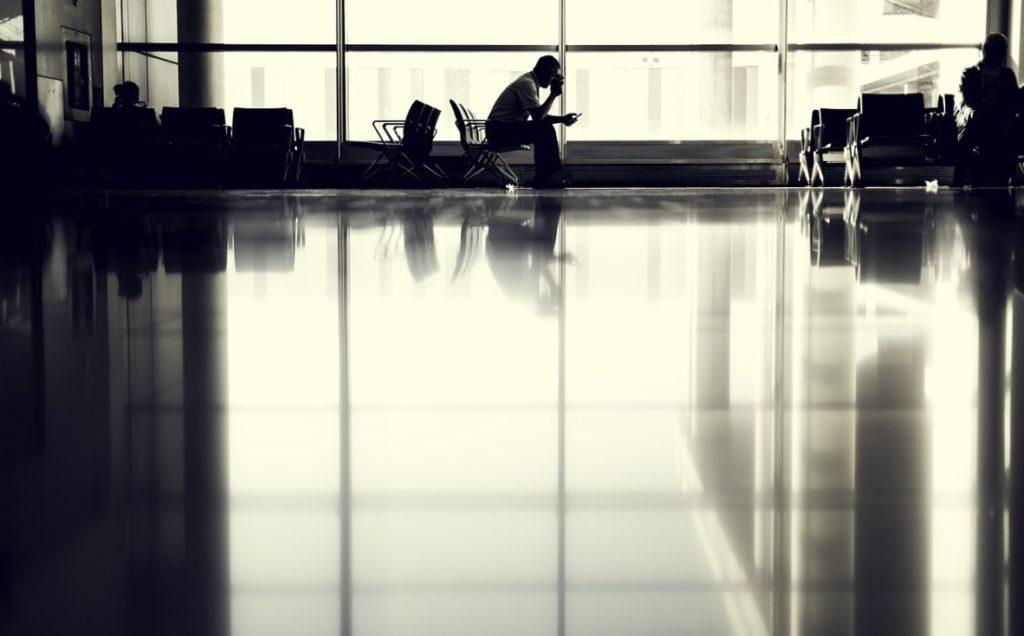 """Opóźniony samolot, ale odszkodowania brak. """"Przyczyny niezależne"""" – mówi linia lotnicza. """"Mam dowody, że wcale nie!"""" – oskarża pasażer"""