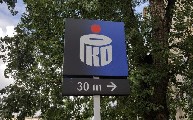 """PKO BP ulepsza swoje sztandarowe """"Konto za Zero"""". Będzie taniej? Raczej tak. Ale to, co postanowili zrobić przy okazji, jest do nich niepodobne"""