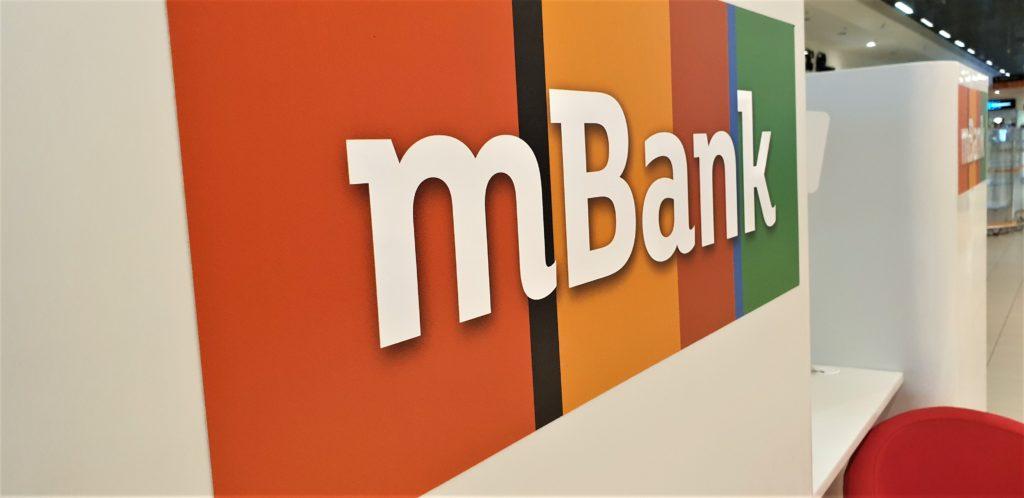"""Banki przygotowują się na falę niewypłacalności ludzi i firm? """"Wprowadzamy ograniczenia"""" – informuje bank pośredników. Kto nie dostanie kredytu?"""