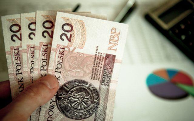 #ZostańWdomu i zapłać większe rachunki. Czy czeka nas aktualizacja rachunków za prąd, wodę i gaz? Liczę, jakie dodatkowe koszty łączą się z siedzeniem w domu