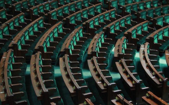 Koronawirus uderzy w polską gospodarkę i w… plany rządu. O ile spadną dochody państwa z podatków? Spróbowaliśmy policzyć i…
