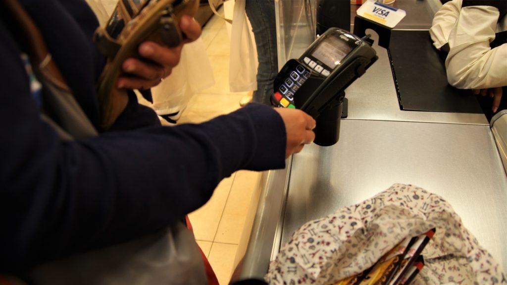Dziś pierwsi klienci przetestują płatności zbliżeniowe bez podawania PIN-u za zakupy do 100 zł. Niestety, chyba będzie chaos