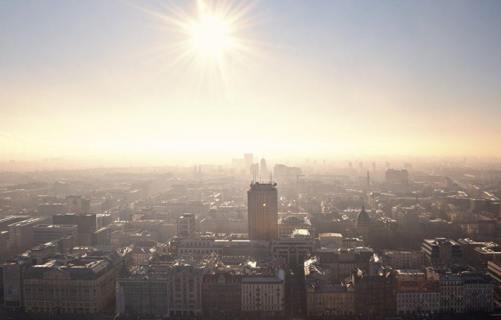 """""""Nową normalność"""" i stopniowe """"odmrażanie"""" gospodarki zapowiada premier Mateusz Morawiecki. Jak będzie wyglądała? Oto największe zmiany, które nas czekają"""