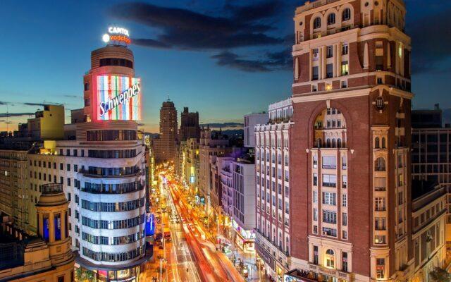 """Pierwszy kraj w Europie testuje na wielką skalę uniwersalny dochód podstawowy. W Hiszpanii właśnie ruszyły """"dopłaty do pensji"""""""