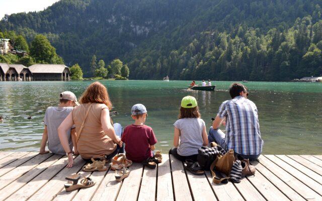 """Od 31 lipca można """"rezerwować"""" bon turystyczny. Nie trzeba wniosku, wystarczy aktywacja. Jak dobrać siędo 500 zł na wakacje? Odpowiadamy na pytania!"""