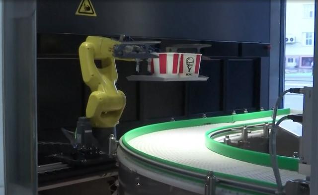 Zaczęło się. Roboty zastępują pracowników w barach fast-food i restauracjach. Tej branży jako pierwszej koronawirus przyniesie rewolucję?