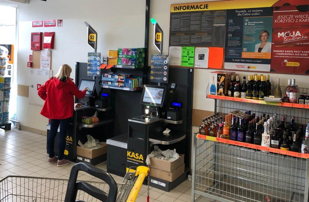 """""""Technologiczny sabotaż"""" w Biedronce? Jak to się stało, że najpotężniejsza w kraju sieć sklepów zniechęca klientów do nowoczesności?"""