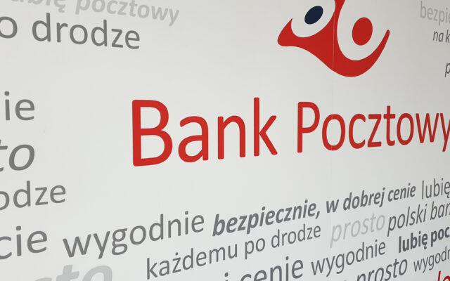 Listonosz przyniesie rentę, emeryturę, list polecony i… kredyt. Nowe zajęcie dla blisko 9500 pracowników Poczty Polskiej. Tylko czy je polubią?