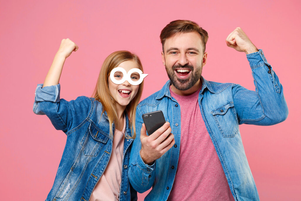 Heroo Mobile chce zarabiać, zachęcając, by dziecko… jak najmniej korzystało z telefonu. Jak nowy operator komórkowy chce podbić serca dzieci i rodziców?