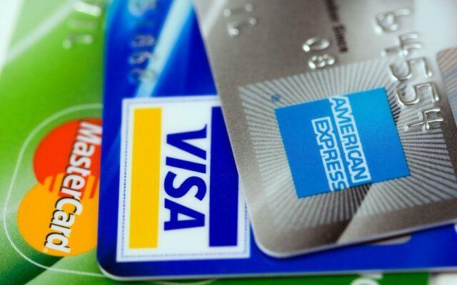 Do czego może się posunąć bank przy proponowaniu wyższego limitu na karcie kredytowej? Czy to już szantaż?