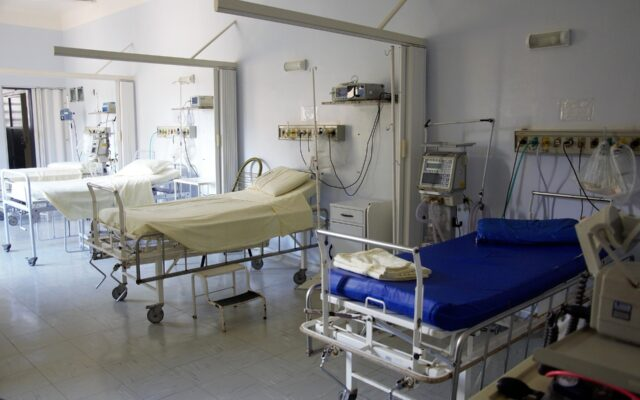 Kiedy zabraknie łóżek dla pacjentów chorujących na Covid-19? Czy sytuację uratują szpitale polowe? A może powinniśmy zacząć budować szpitale modułowe?