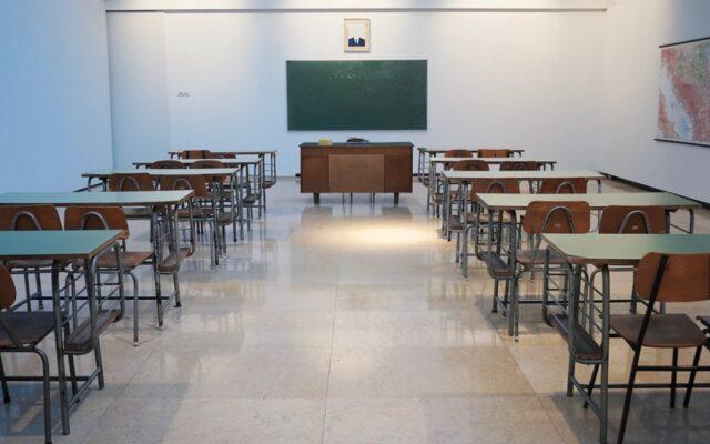 Czy trzeba zamknąć szkoły, żeby odzyskać kontrolę nad Covid-19? I co jeszcze (może) trzeba zamknąć? Liczę, ile kosztują błędy w zarządzaniu kryzysowym