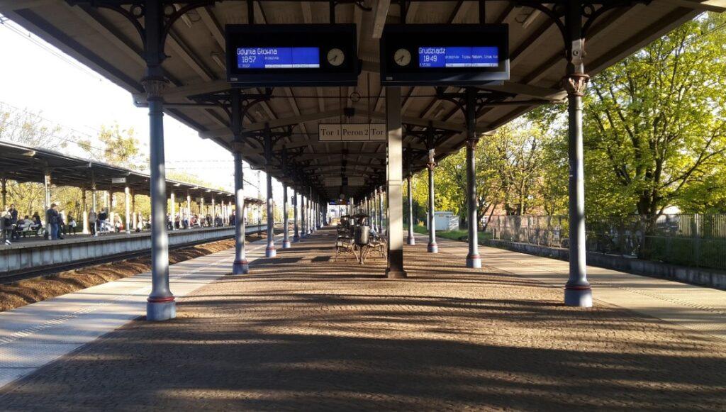 Kolejarze zaczęli walkę o powrót Polaków do pociągów. PKP Intercity będzie inaczej zapełniać pociągi i podsunie pod nos tańsze bilety. Ale konkurencja jest odważniejsza