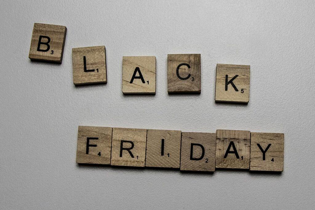 """Black Friday będzie w tym roku inny niż zawsze. Przedstawiam strategie łowców okazji! I podpowiadam, jak wycisnąć z """"Czarnego Piątku"""" maksimum rabatów"""