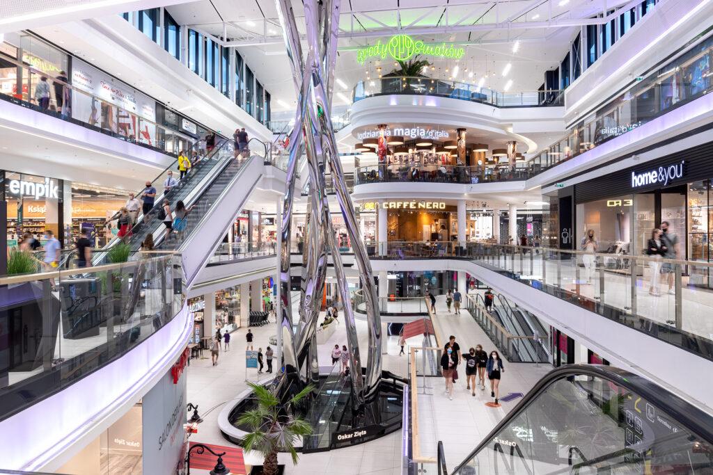 """Galerie handlowe częściowo zamknięte? Bzdura! Sklepy sprzedają """"na wynos"""", pracownicy czekają na klientów """"na dyżurach"""". Co jeszcze nas zaskoczy na zakupach?"""