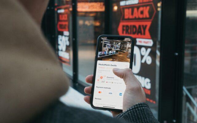 Jak nie dać się oszukać w Black Friday? O ile realnie spadną ceny? Ostrzegam przed fałszywymi promocjami i innymi pomysłami marketingowców. I daję kilka rad