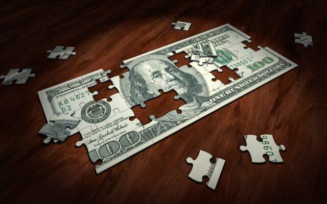 Trzy proste, lecz rzadko stosowane sposoby na ograniczenie domowych wydatków. Liczę, ile można zaoszczędzić!