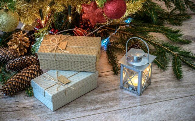 """Święta 2020. Na co uważać kupując prezenty świąteczne last minute? I """"ratunkowy"""" pomysł na bezpieczny prezent"""
