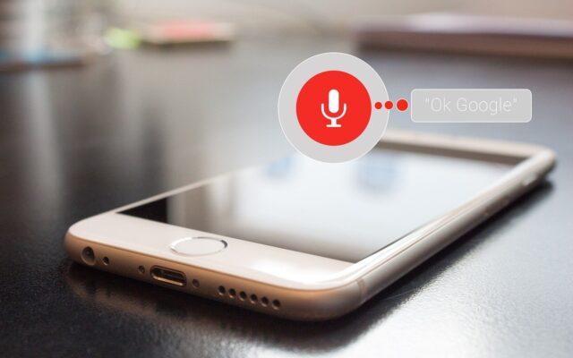 Aplikacjami mobilnymi niektórych banków możemy sterować… głosem. To realne ułatwienie czy zbędny bajer?