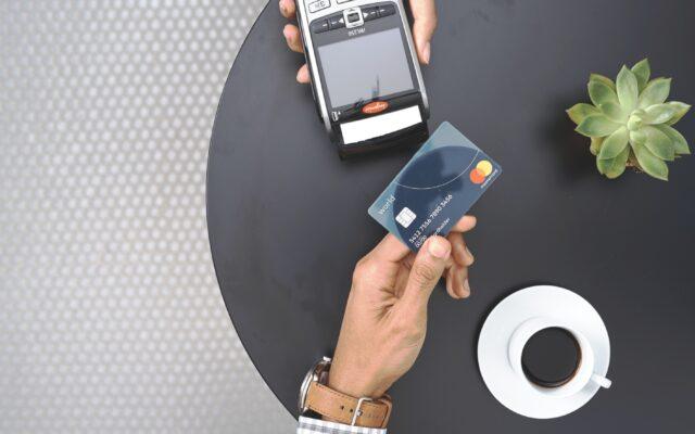 Nazwa sprzedawcy, jego logo, adres, numer telefonu… Już wkrótce taki zestaw danych pojawiać się będzie w opisie transakcji kartowych