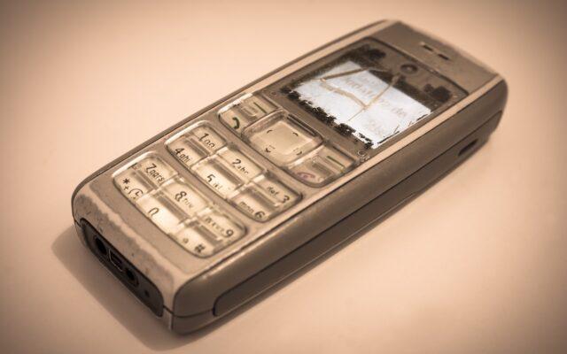 """Bank odciął mu możliwość wykonywania przelewów przez internet. Jeden numer """"komórki"""" dla jednego klienta. Nie masz nowoczesnego smartfona? To nie pobankujesz!"""