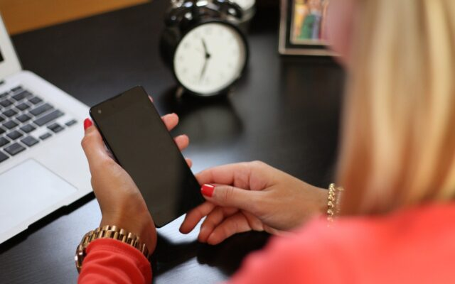 Ceny abonamentu telekomunikacyjnego z roku na rok spadają. Ale operatorzy muszą na czymś zarabiać. Czy niedługo zamienią się w usługowe supermarkety?