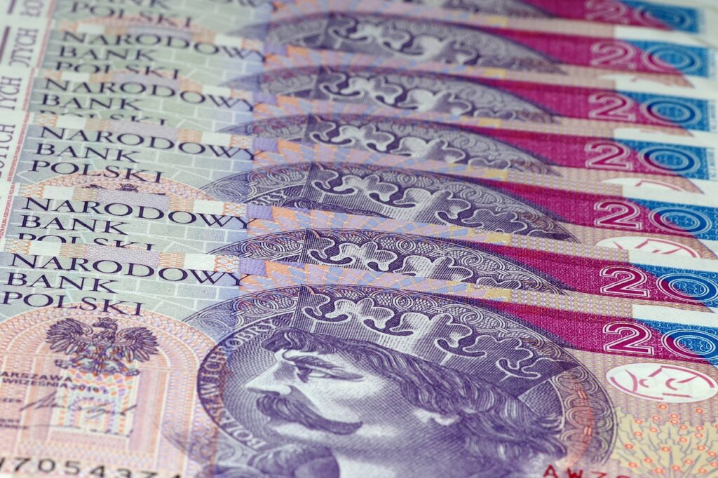 """NBP zapowiada wzrost inflacji. I potwierdza, że będzie nadal """"drukował"""" pieniądze. A co z pensjami? """"Spokojnie, też na pewno wzrosną"""". No właśnie, ale czy na pewno?"""