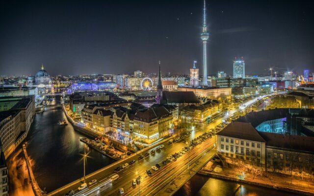 """Czy to sprawiedliwe? Czynsz za wynajmowane mieszkanie znacznie wyższy, niż rata kredytu za takie samo, ale własne. W Berlinie powiedzieli: """"stop"""". Zamrozili czynsze i…"""