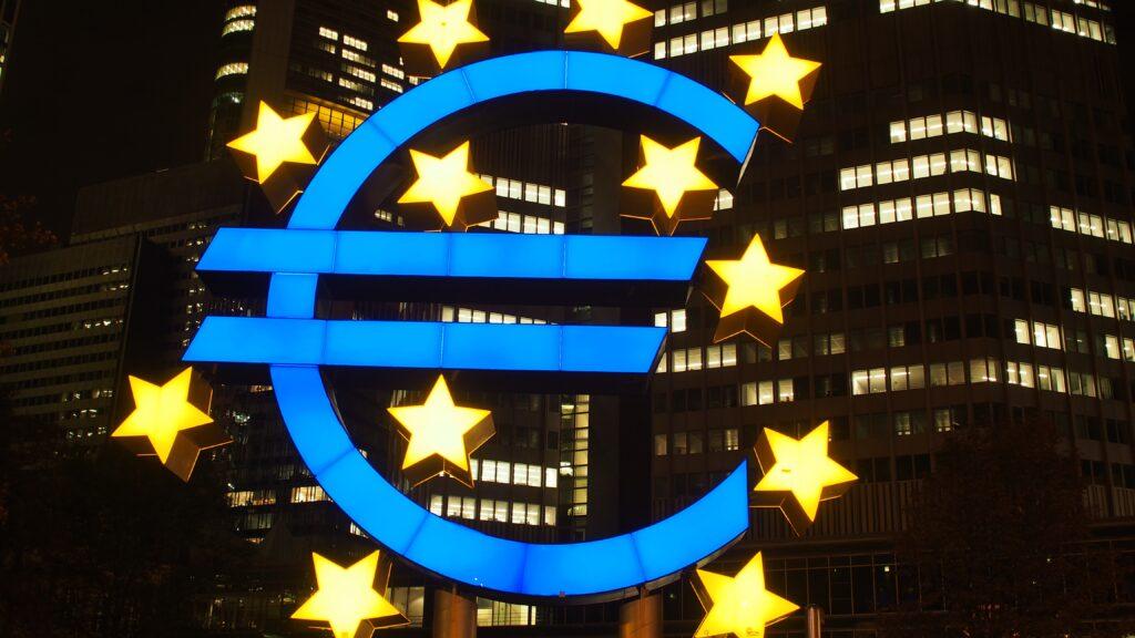 Czy będzie ujemne oprocentowanie pieniędzy w Polsce? Sprawdziliśmy stan gry w kilku krajach, które przez to przeszły. I już wiemy, co mogłoby nas czekać!