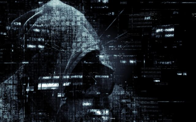 Z powodu pandemii (ale nie tylko) staliśmy się bardziej aktywni w internecie. I kusimy cyberprzestępców. Jak technologie i my sami możemy się przed nimi chronić?