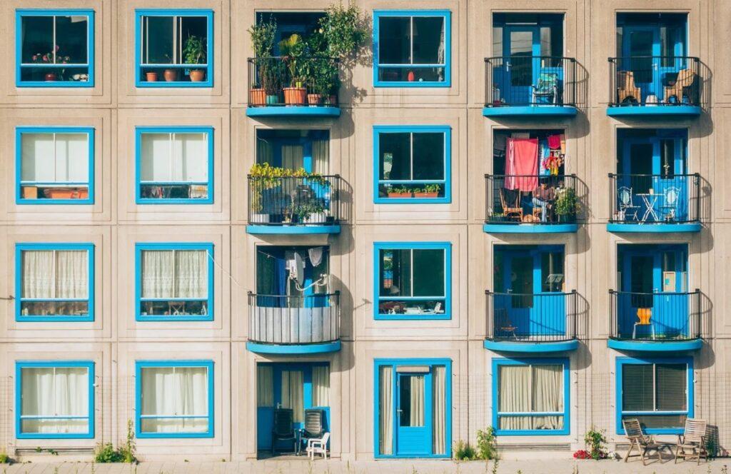 Ile można wytargować kupując mieszkanie? Czy nieruchomości bronią przed inflacją? Czy wynajem opłaci się dziś bardziej, niż kupno obligacji?