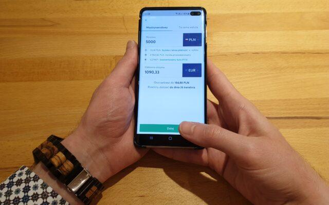 Jak wysłać pieniądze za granicę i nie dać się okantować bankom? Testujemy TransferWise, który niedawno zmienił nazwę na Wise. Czy ta apka rzeczywiście jest bystra?